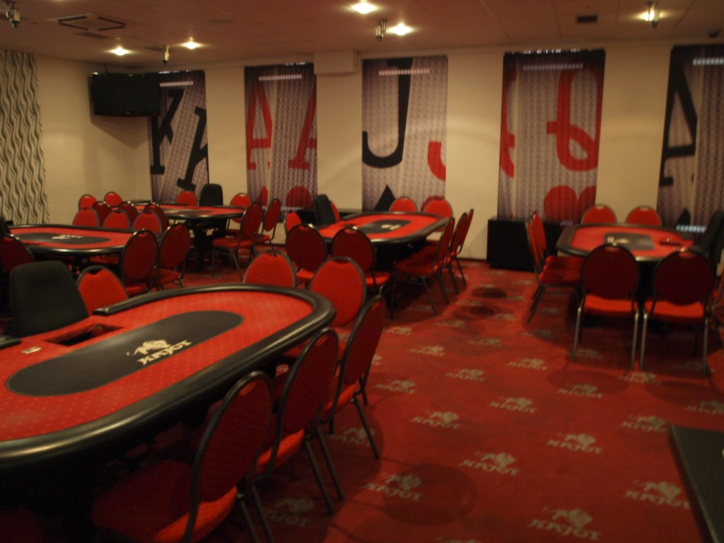Low stakes limit poker strategy